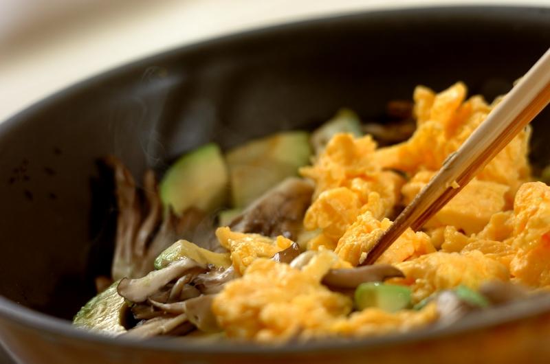 アボカドと卵のソテーの作り方の手順5