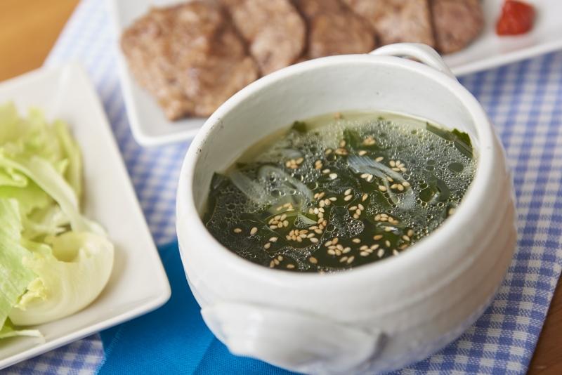 チキンボーンブロスで焼き肉屋さんのわかめスープ