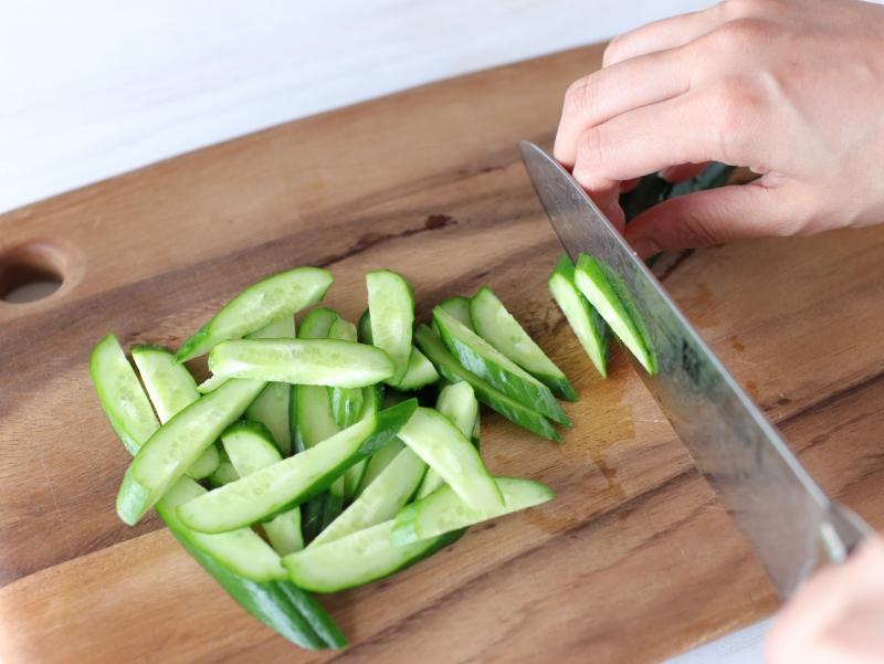 漬けまぐろと長いもきゅうりの和えサラダの作り方の手順1