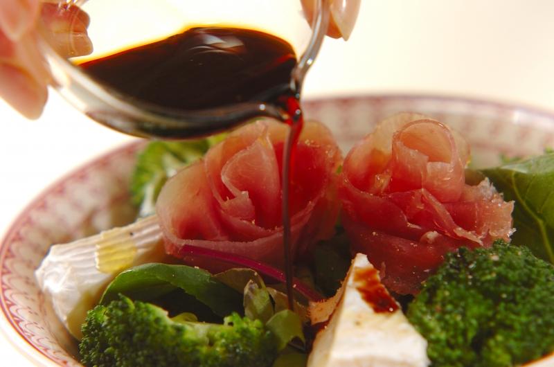 生ハムとカマンベールのサラダの作り方の手順2
