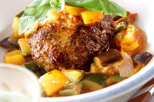ハンバーグ夏野菜ソース