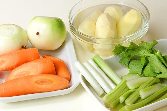 ごろごろ野菜とソーセージのポトフの作り方の手順2