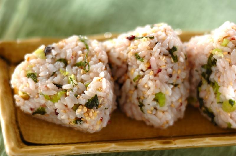 野沢菜の雑穀おにぎりの作り方の手順