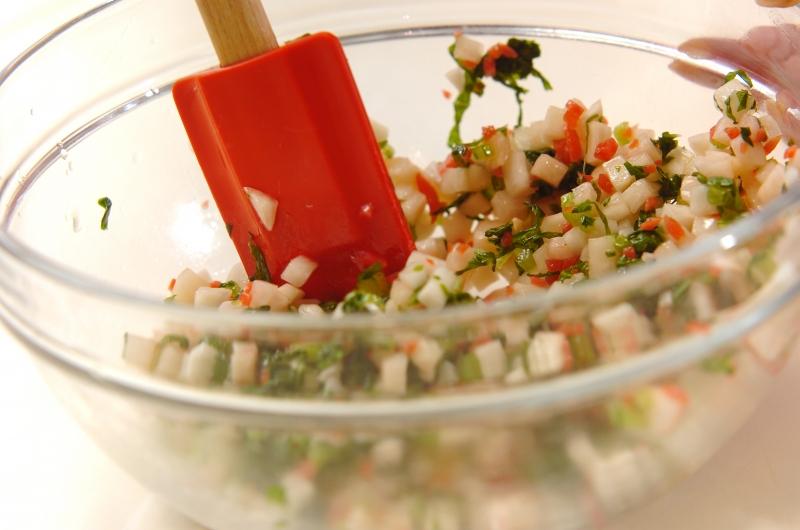 カブと紅ショウガのおみ漬け風の作り方の手順3