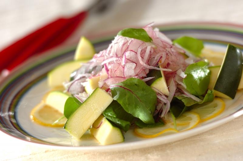 紫玉ネギとズッキーニのレモン・サラダ