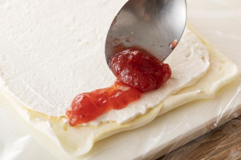 フライパンでできる!聖なる夜のホワイトキャンドルケーキの作り方の手順8