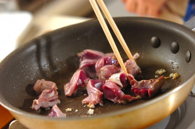 コリコリ食感!砂肝のガーリック炒めの作り方1
