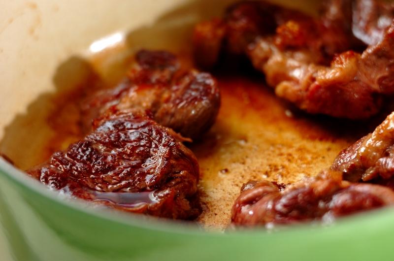 牛スネ肉のシチューの作り方1