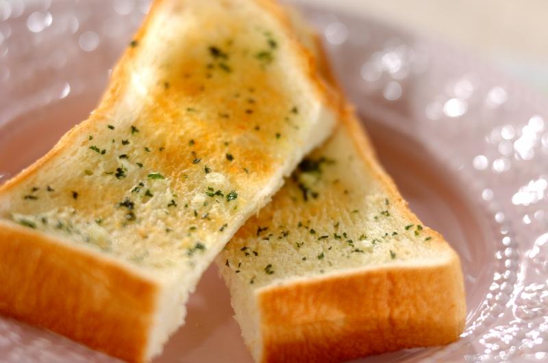 食パンガーリックトーストの作り方の手順
