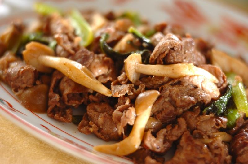 ご飯がすすむ!牛肉と小松菜のオイスター炒め