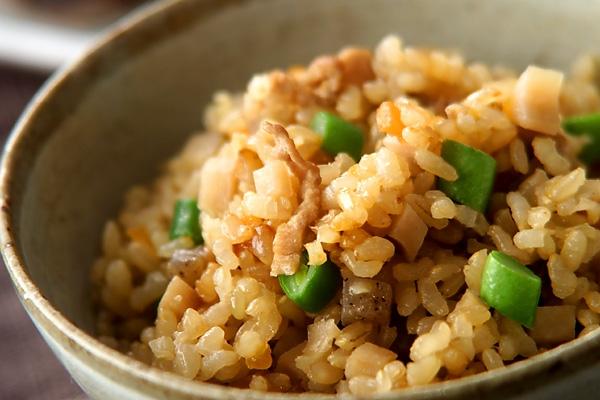 玄米炊き込みごはんの作り方の手順