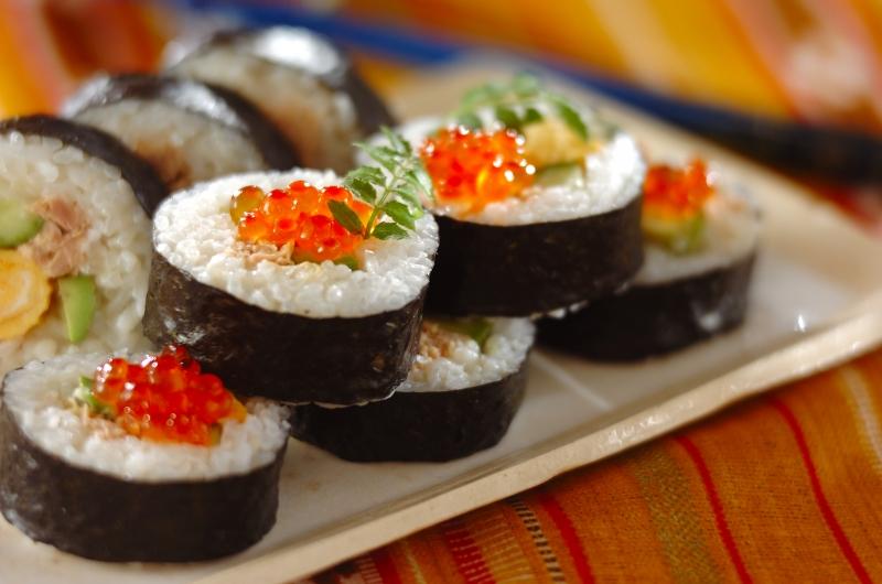 サラダ巻き寿司イクラのせの作り方の手順