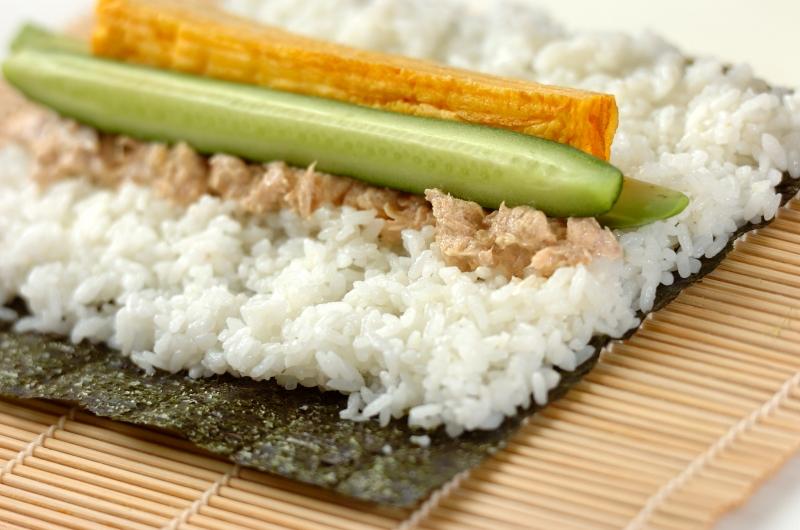 サラダ巻き寿司イクラのせの作り方の手順3