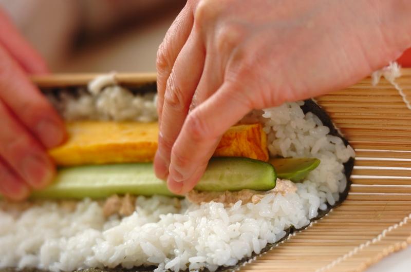 サラダ巻き寿司イクラのせの作り方の手順4