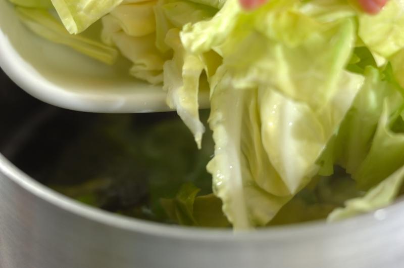 桜エビとキャベツのペペロンチーノの作り方の手順2