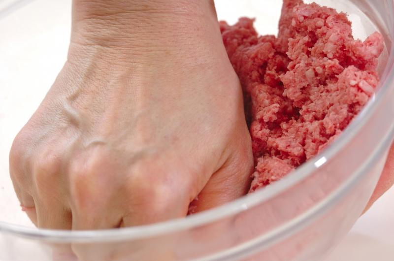 豆腐入りハンバーグの作り方の手順1