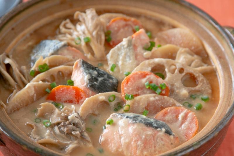 鮭と根菜の酒粕豆乳鍋の作り方の手順