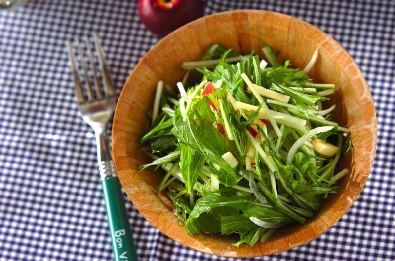 水菜とリンゴのサラダ