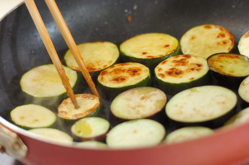 チキンと夏野菜のトマト煮の作り方の手順7