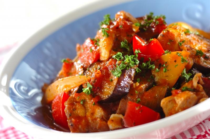 チキンと夏野菜のトマト煮の作り方の手順9