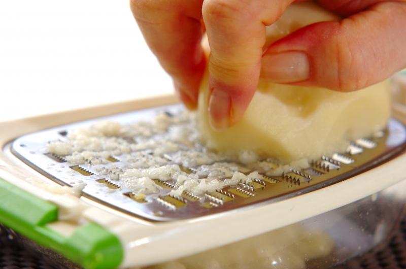 春菊とジャガイモの和風チヂミの作り方の手順1