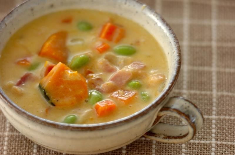 カボチャと枝豆の豆乳スープ