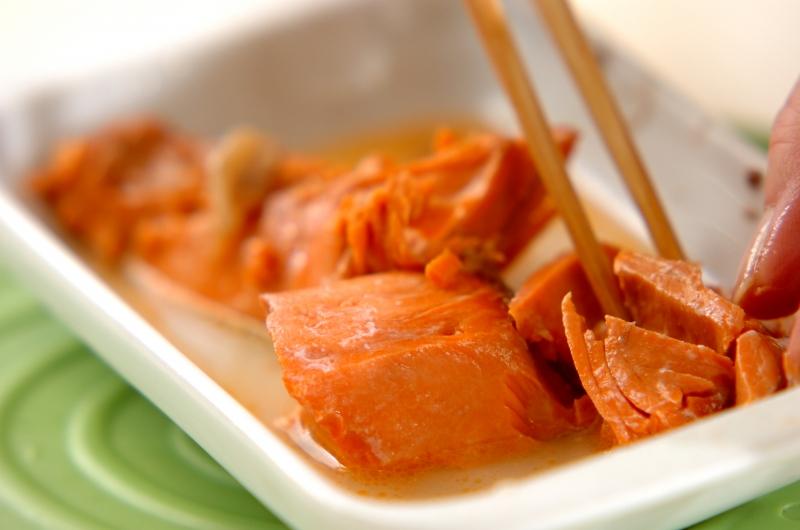 鮭のソイクリームパスタの作り方の手順1