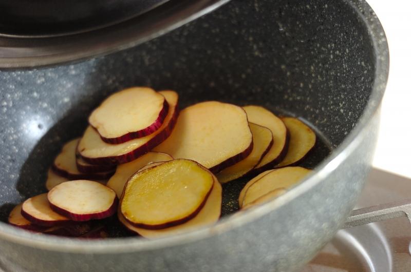サツマイモのユズコショウ炒めの作り方1