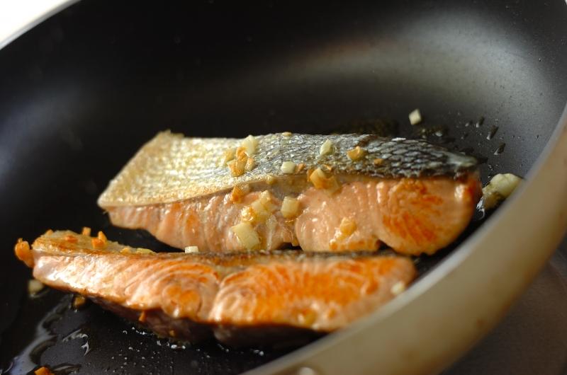 鮭のアクアパッツァの作り方の手順4