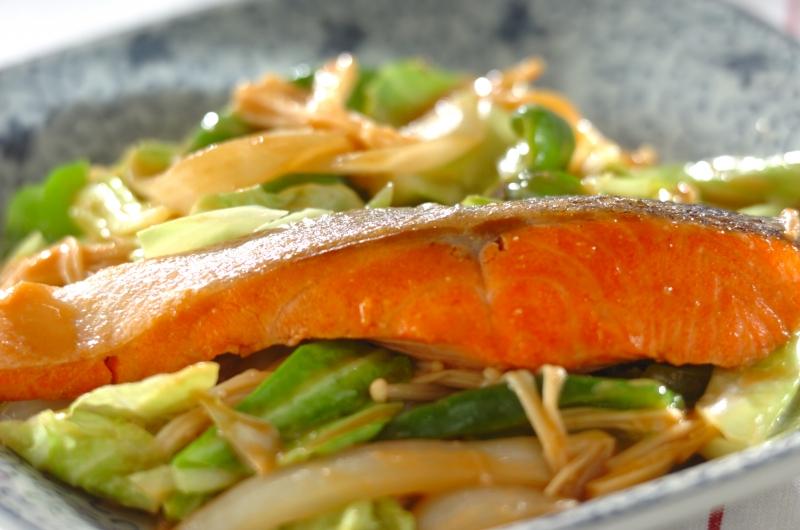 野菜たっぷり鮭のちゃんちゃん焼き風
