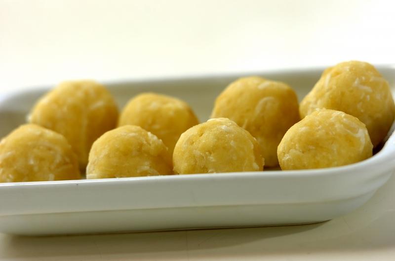 ココナッツ風味のサツマゴマ団子の作り方の手順2