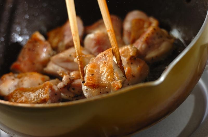 こってりコク旨!鶏もも肉と大根のバターしょうゆ煮の作り方の手順3