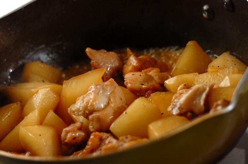 こってりコク旨!鶏もも肉と大根のバターしょうゆ煮の作り方の手順4