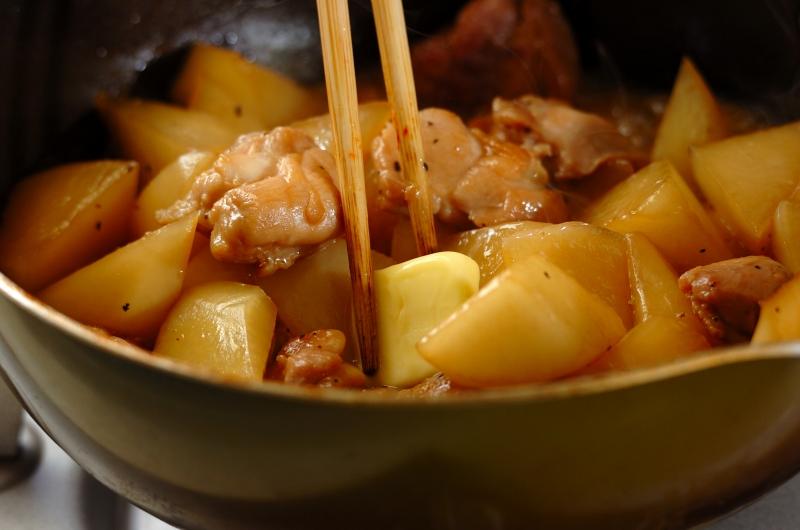 こってりコク旨!鶏もも肉と大根のバターしょうゆ煮の作り方の手順5