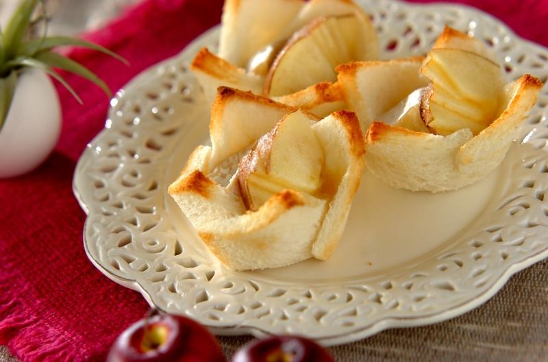焼きリンゴとカマンベールチーズの食パンカップ