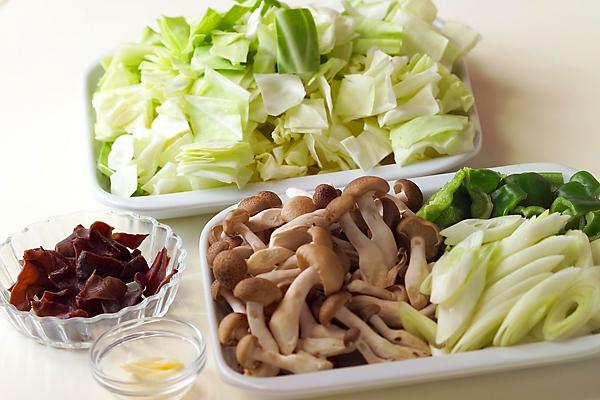 ピリ辛!豚肉とたっぷり野菜のみそ炒めの作り方の手順2